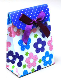Gift Box / 10.5x7.5x4cm Flat gift box with flower print