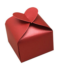 Gift Box / 6x6x6cm Red heart topped gift box.