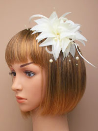 Fascinator / Jasmin - Ivory fabric flower fascinator.