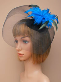 Fascinator / Cassandra - Black hatinator with feathers.