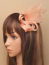 Fascinator / Beth - Nude sinamay fascinator on a comb.