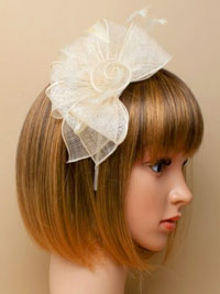Fascinator / Verity - Ivory sinamay and feather fascinator