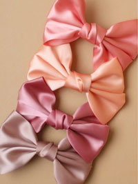 Barrette / Coloured fabric bow on an 8cm clip.