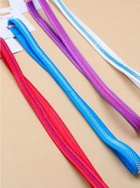 Elastics / Coloured fabric stretch headband with teeth.