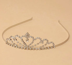Tiara / Rhodium plated centre heart crystal tiara.