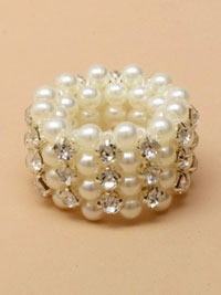 Ring / Crystal and pearl bead stretch pony tail ring.