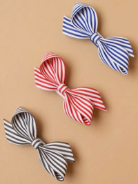 Clip / Striped fabric bow on a 6cm beak clip.