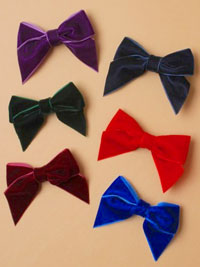 Clip / Velvet fabric bow on forked clip. 4.5cm