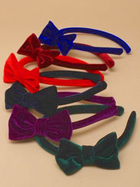 Aliceband / Narrow velvet aliceband with matching bow.