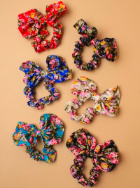 Scrunchie / Floral print fabric scrunchie with matching bow.