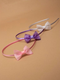 Aliceband / Narrow satin band with small sequin side bow.