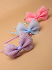 Aliceband / Narrow satin band with large gingham bow.