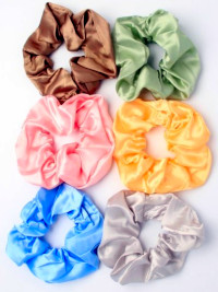 Scrunchie / Large satin fabric scrunchie.
